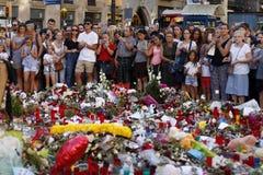 Люди воссоединили на ` s Rambla Барселоны после atack террориста Стоковое Фото