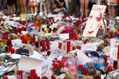 Люди воссоединили на ` s Rambla Барселоны после atack террориста Стоковая Фотография