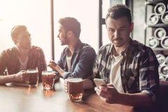 Люди в баре Стоковая Фотография RF