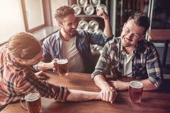 Люди в баре Стоковое Фото