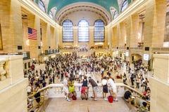 Люди в грандиозной централи Стоковое фото RF
