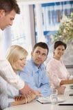Люди в деловой встрече на офисе Стоковые Фото