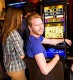 Люди в казино стоковая фотография