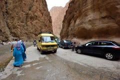 Люди в каньоне в Марокко Стоковая Фотография RF