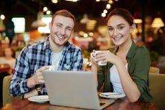 Люди в кафе Стоковые Фотографии RF