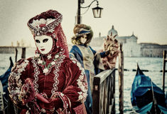 Люди в масках и костюмы на венецианской масленице Стоковое фото RF