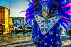 Люди в масках и костюмы на венецианской масленице Стоковое Изображение RF