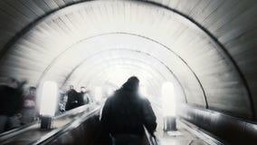 Люди в метро. Промежуток времени. сток-видео