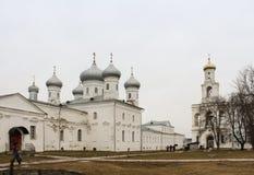 Люди в монастыре Yuriev Стоковые Изображения