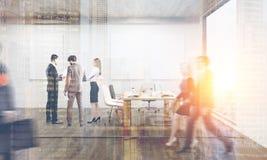 Люди в офисе при 4 тонизированного плаката, Стоковая Фотография