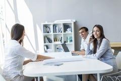 Люди в офисе Стоковое фото RF