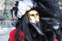 Люди в роскошном костюме на Венеции, Италии ` 13 февраля Стоковое фото RF