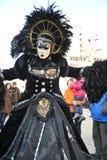 Люди в роскошном костюме на Венеции, Италии ` 13 февраля Стоковые Изображения
