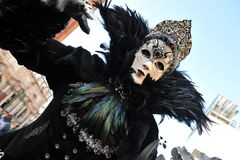 Люди в роскошном костюме на Венеции, Италии ` 13 февраля Стоковое Изображение RF