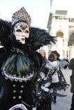 Люди в роскошном костюме на Венеции, Италии ` 13 февраля Стоковые Фотографии RF