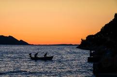 Люди в рыболовстве шлюпки Стоковое фото RF
