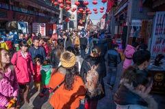 Люди в рынке Нового Года Стоковые Фото