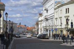 Люди в старом городке в Вильнюсе стоковое фото