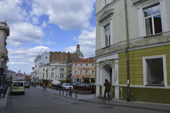 Люди в старом городке в Вильнюсе стоковые фото
