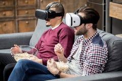 Люди в стеклах виртуальной реальности Стоковое Изображение RF