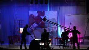 Люди в студии ТВ павильона видеоматериал
