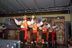Люди в традиционных костюмах Стоковая Фотография