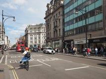 Люди в улице Оксфорда в Лондоне Стоковые Изображения