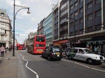 Люди в улице Оксфорда в Лондоне Стоковая Фотография