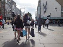 Люди в улице Оксфорда в Лондоне Стоковое Изображение