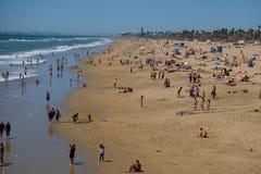 Люди в Huntington Beach Стоковое Изображение RF