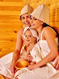 Люди группы в шляпе на сауне Стоковое Изображение RF