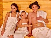 Люди группы в шляпе на сауне Стоковые Фото