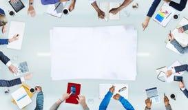 Люди группы коллективно обсуждать концепцию дела Стоковое Изображение