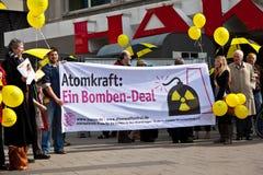 Люди демонстрируют для выключать немецкую ядерную энергию pl Стоковые Фото