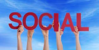 Люди держа социальными в небе Стоковое фото RF