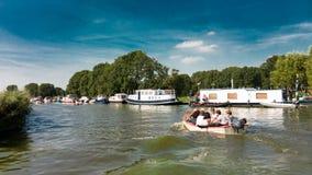Люди ехать шлюпка в Нидерландах Стоковые Фото