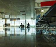 Люди ждать полет Стоковая Фотография