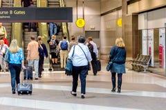 Люди ждать терминальный трамвай на DIA Стоковые Фотографии RF