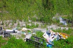 Люди загрязняют окружающую среду Стоковые Фотографии RF