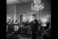 Люди играя рулетку в казино, 1940s акции видеоматериалы