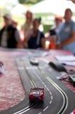 Люди играя с автомобилем шлица Стоковые Фото