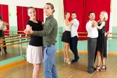 Люди имея класс танцев Стоковые Фото