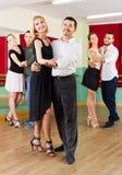 Люди имея класс танцев Стоковые Изображения RF