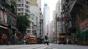 Люди и большие шины в Гонконге акции видеоматериалы