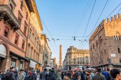 Люди и главная улица в болонья, Италии Стоковая Фотография