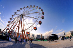 Люди и колесо ferris на Heineken Primavera звучат фестиваль 2013 Стоковое Фото