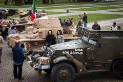 Люди и танки на Militalia 2013 в милане, Италии Стоковое Изображение RF