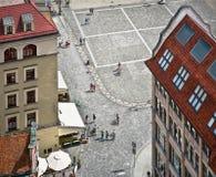 Люди идут на рыночную площадь в Wroclaw, взгляд сверху стоковые изображения