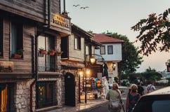 Люди идут через старый городок Nessebar Стоковое Изображение RF