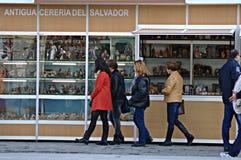 Люди идя в улицу 13 Стоковое фото RF